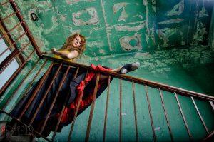 Maros mozi lépcsőján balettozó balerina, Pálinkás István, portré, Portréfotó, rákosmente, xvii.kerület